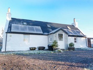 BRAEVAAL, crofter's cottage, stunning views, enclosed garden, woodburning - Lairg vacation rentals