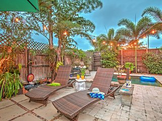 'Bienvenido a Casa' Tropical 3BR Lake Worth House w/Wifi, Gas Grill, Private Backyard Oasis & Outdoor Pool - Walk to Town, Public Pier, Lake Worth Golf Course & More! - Lake Worth vacation rentals