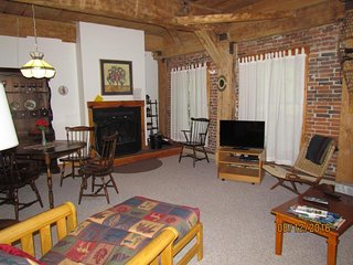 Converted urban condo w/ views - walk to dining & shopping, shuttle to skiing! - Ludlow vacation rentals