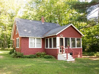 Charming 3 bedroom Tuftonboro House with Central Heating - Tuftonboro vacation rentals