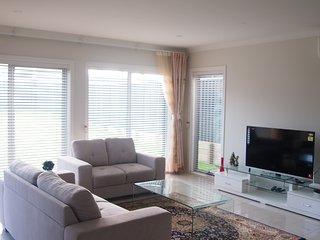 Cosy Dream Holiday Home for Family | Jordan Springs - Cranebrook vacation rentals