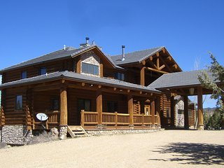 Beautiful Log Cabin Close To Zion National Park, Bryce Canyon & Grand Canyon - Orderville vacation rentals