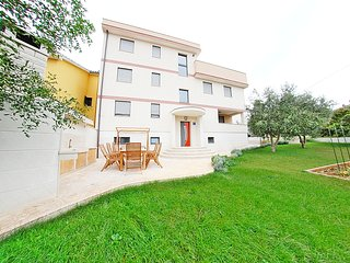 FAMILY APARTMENT WITH TWO BEDROOMS 2 - Pula vacation rentals