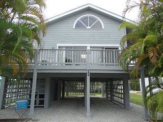 North Bay Hideaway- 809 North Bay Blvd, Anna Maria - Anna Maria vacation rentals