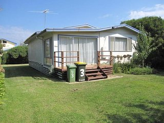 Lovely 2 bedroom House in Smiths Beach - Smiths Beach vacation rentals