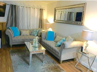 Luxury 2 Bed /2 Bath/2 Gated Free Parking  Apartment in the heart of Hollywood - West Hollywood vacation rentals