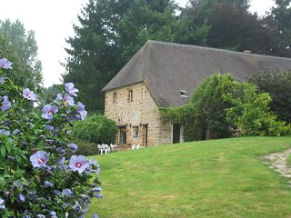 Comfortable Vimoutiers vacation Cottage with Tennis Court - Vimoutiers vacation rentals