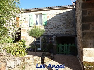 2 bedroom Gite with Internet Access in Vic-le-Comte - Vic-le-Comte vacation rentals