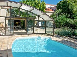 """Green Apartment"", charming Marseillan getaway with shared garden and pool - sleeps 5 - Marseillan vacation rentals"