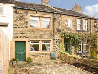 DAISY COTTAGE, terraced, character features, WiFi, parking, Haworth, Ref 932026 - Haworth vacation rentals