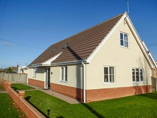 THE SANDPIPER, bungalow, open plan, WiFi, near Great Yarmouth, Ref 943739 - California vacation rentals