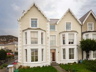 THE LOOKOUT AT DINARTH, first floor apartment, WiFi, pet-friendly, shared - Penmaenmawr vacation rentals