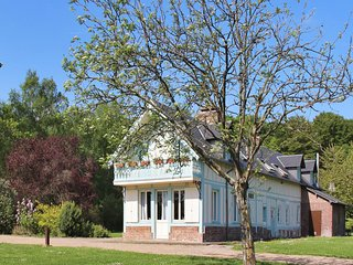 Lovely, 5-bedroom house in Flancourt-Catelon with WiFi and garden – sleeps 12! - Flancourt-Catelon vacation rentals