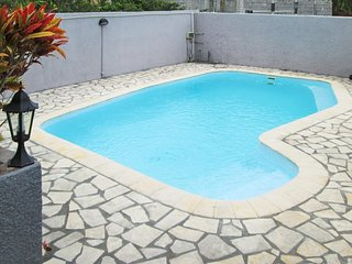 Spacious, 3-bedroom villa in Pereybere with a swimming pool, garden and WiFi - 400m from the beach! - Pereybere vacation rentals