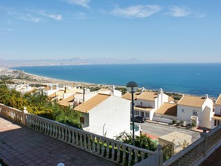 Spacious, 2-bedroom apartment in Gran Alacant with a swimming pool, furnished terrace and sea views! - Gran Alacant vacation rentals