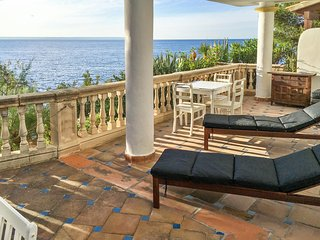 Sunny, 2-bedroom apartment in Illetas, Mallorca with amazing sea views – 200m from the beach! - Calvia vacation rentals