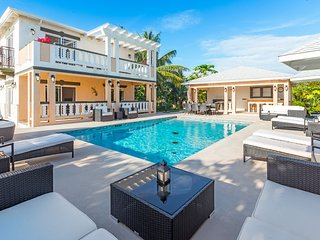 Sea La Vie - Studio unit by the pool - Long Bay Beach vacation rentals