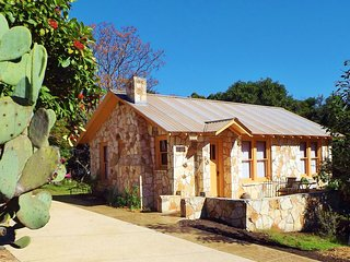 The Painter's Cabin - Hill Country Charm in Eclectic Methodist Encampment - Kerrville vacation rentals