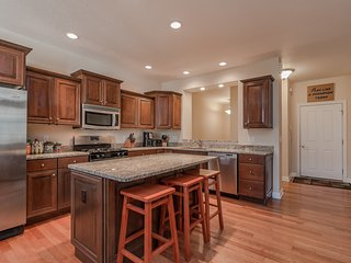 HUGE house! Perfect for Notre Dame football, campus visits and commencement - South Bend vacation rentals