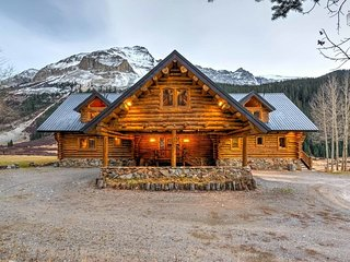 Gorgeous log cabin on 153 acres, 20 minutes from Telluride, panoramic views, private hot tub - Valley of the Peaks - Ophir vacation rentals