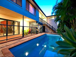 7 bedroom House on River sleeping 20  with pool, catch your dinner 2 kitchens - Broadbeach vacation rentals