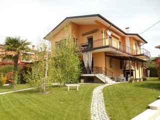 Cozy 2 bedroom Lazise Apartment with Internet Access - Lazise vacation rentals