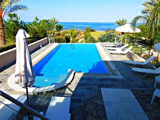 Front Line Superior Luxury Villa - Beach Front - Stunning Sea Views - Gym - Pool - Polis vacation rentals