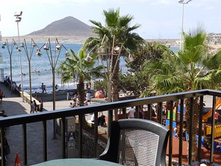 Beachfront Apartment with wifi, sat tv El Medano - El Medano vacation rentals