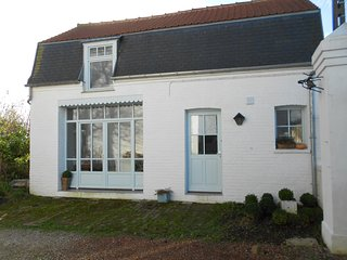 Bright 2 bedroom Gite in Ardres - Ardres vacation rentals