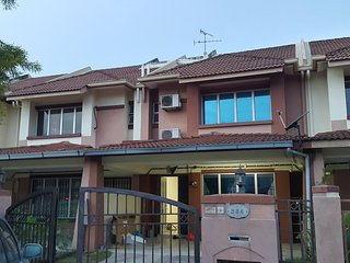 Nice House with Television and Balcony - Klang vacation rentals