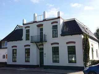 Great B&B for exploring the North of Groningen, Tuliproom - Wehe-Den Hoorn vacation rentals