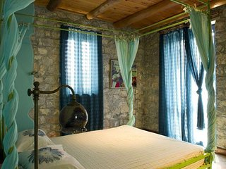Comfortable 3 bedroom Villa in Lampini with Internet Access - Lampini vacation rentals