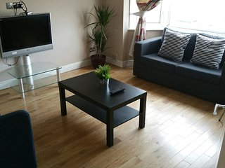 2 Bedroom Apart In Sutton, London - London vacation rentals