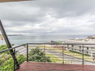 De Nest - Beachfront Apartment - Gonubie vacation rentals