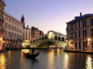 CA' RIALTO: 5 min dalla Stazione treni -20 mt dal Canal Grande - comodo ai mezzi - Venice vacation rentals