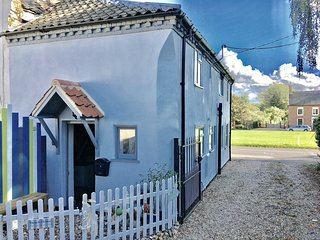 A beautiful grade 2 listed cottage in the heart of this historic royal village - East Rudham vacation rentals