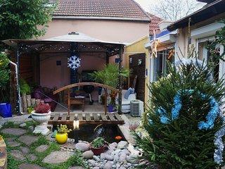"""Les Nénuphars"" Maisonnette atypique sur jardin - Chatenay-Malabry vacation rentals"