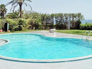 Residence direttamente sul mare, camera hotel n° 20a1 - Policastro Bussentino vacation rentals