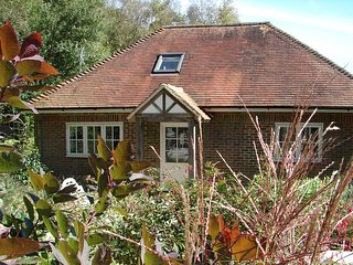Deerkeepers cottage -  2 bedroom luxurious contemporary rural retreat - Sharpthorne vacation rentals