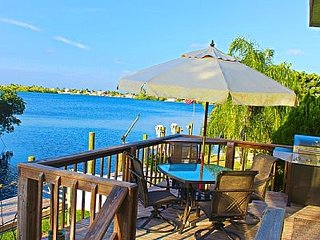 Snook's Landing Getaway on the Bay at Historic Matlacha - Matlacha vacation rentals