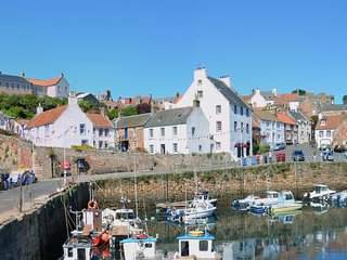 Crail Harbourside House, in one of Scotland's most photographed scenes - Crail vacation rentals
