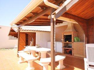 Rustic Bungalow II - Mexilhoeira Grande vacation rentals