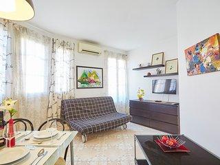 Charming flat next to Sants Estació - Barcelona vacation rentals