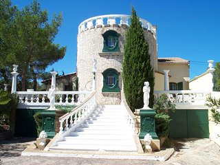 6 bedroom Villa with Internet Access in Beaucaire - Beaucaire vacation rentals
