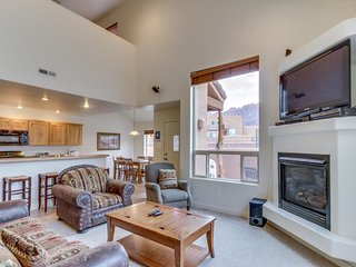 Spacious townhome offers seasonal shared pool & hot tub & great location - Moab vacation rentals