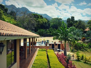 Inti Kamari: Meditation-Farm Retreat Center in Yunguilla Valley, Ecuador - Santa Isabel vacation rentals