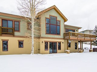 5BR, 3.5BA Hillside Home – Near Skiing, Private Hot Tub, Sleeps 18 - Edwards vacation rentals
