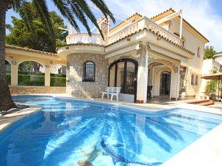 B51 MAGNA villa piscina privada, cerca del mar - Miami Platja vacation rentals