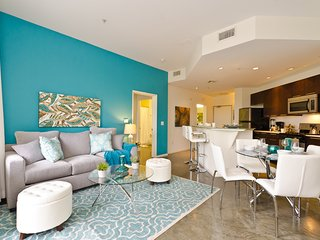 Gorgeous 2 bedroom Hollywood Apartment with Internet Access - Hollywood vacation rentals