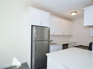 Modern Apartment by Subway, 10 Min to Manhattan! - Woodside vacation rentals
